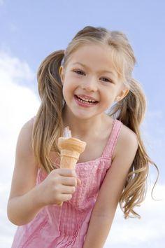 Девочка с мороженым.    Girl with ice cream.