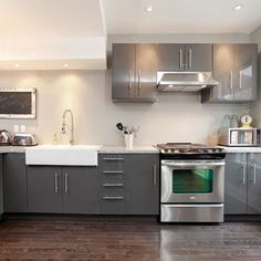 I love this type if grey and glossy kitchen. easy maintenance.