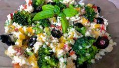 Lekka sałatka z kaszą kuskus i brokułem Appetizers Table, Coleslaw, Cobb Salad, Quinoa, Hummus, Risotto, Lunch Box, Food And Drink, Rice