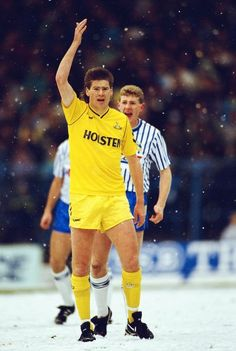 Chris Waddle v Sheffield Wednesday in the snow Spurs Best Football Players, Football Kits, Hallam Fc, Newcastle Shirt, Chris Waddle, Chelsea Shirt, Sheffield Wednesday Fc, Arsenal Shirt, Soccer