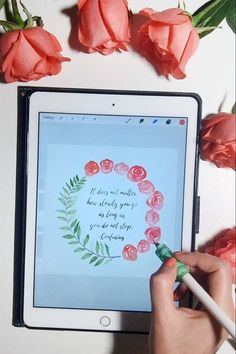 Paint Watercolor Wreaths on Your iPad in Procreate + Free Watercolor Brushes for Procreate - In the class I'll show you every step of my process from planning out the layout to sketching, painting, and blending. When you take this class, you'll get the wa Wreath Watercolor, Watercolor Brushes, Watercolor Texture, Watercolor Paintings, Ipad Kunst, Illustration Blume, Wreath Drawing, Affinity Photo, Affinity Designer