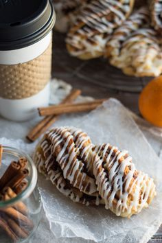 These Orange Walnut Braids are just like the Panera Pecan Braids- with a twist! What a gorgeous breakfast! Brunch Recipes, Sweet Recipes, Breakfast Recipes, Breakfast Pastries, Bread And Pastries, Strudel, Baking Recipes, Food To Make, Cupcakes