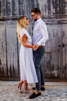 Take a look at Sam and Nick's post-wedding shoot, a relaxed stroll around Ibiza old town. Perfect for wedding or engagement shoot inspiration...