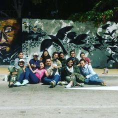 Mural se escribe con U de Unidos y A de amigos Movies, Movie Posters, Urban, Friends, Artists, Films, Film Poster, Cinema, Movie