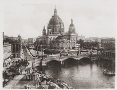 Berlin 1930, in germania in questi anni vi era una forte e violenta pesecuzione degli ebrei e delle minoranze