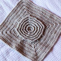Crochet Squares Afghan, Crochet Square Patterns, Afghan Crochet Patterns, Knitting Patterns, Granny Squares, Crochet Stitches, Crochet Lion, Knit Crochet, Crochet Toys