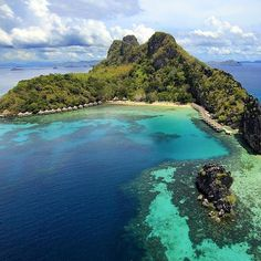 Apulit Island - El Nido, Palawan, Philippines ---  Photo via @bookieph --- #ElNido #Palawan #Philippines