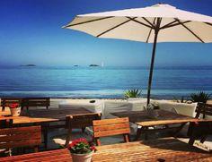 Se traspasa restaurante 1ra línea del mar en el paseo de Playa den Bossa. Excelente zona. Negocio funcionando con clientela. Hermoso local 150mts, (100 de terraza) Para más información escribir email o llamar, muchas gracias.