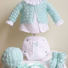 Conjunto menta de cubre pañal unisex 💙 #petitcolibrishop Handmade Baby Clothes, Crochet Baby Clothes, Baby Dress Design, Baby Coat, Baby Sweaters, Baby Outfits, Baby Knitting Patterns, Baby Sewing, Pattern Fashion