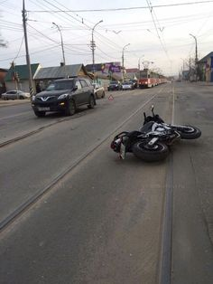 У Сенного рынка столкнулись мотоцикл и внедорожник: водитель байка госпитализирован Подробнее http://www.nversia.ru/news/view/id/103089 #Саратов #СаратовLife
