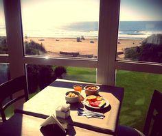 Desayuno con vista al mar.  #lowcarb #lovejuice #fruit #eatclean #eathealthy #cleaneating #healthybreakfast #healthyf#desayunosaludable #vegan #veganfoodshare #vegetarian #fitfam #fitspiration #fitfruitsnaturalenergy #fitspo #detoxyobody by marina_romiglia