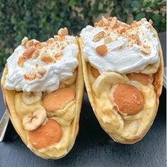 Banana Pudding Tacos with vanilla wafer taco shell, topped with whipped cream an. - Banana Pudding Tacos with vanilla wafer taco shell, topped with whipped cream and crushed vanilla w - Köstliche Desserts, Delicious Desserts, Dessert Recipes, Yummy Food, Cheesecake Recipes, Cheesecake Squares, Cheesecake Cake, Easy Banana Pudding, Banana Pudding Recipes