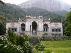 Old mansion in Rio de Janeiro converted into an art studio