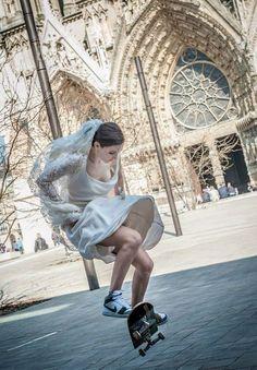Ecco la prova che si può essere bellissime e sportive in qualunque occasione :-)  Sneakers High Nike