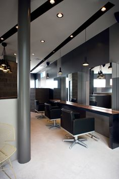 Hair salon take advantage of the spaces,rectangular spaces are not always the best, sometimes the columns, walls or corridors provide greater visual interest. #decorating tip 2-blasononline.com