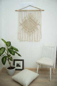 Macrame wall hanging macrame curtain por TheWovenDreamFactory