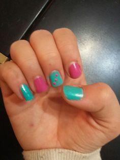 Base di Debby smalto verde acqua trovato in Cioè e smalto di Kiko Poker nail lacquer n.02
