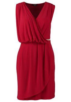 Vestirsi di rosso a Natale o Capodanno: 10 abiti dal marsala al rosso classico - STYLE FACTOR http://www.stylefactor.it/wordpress/vestirsi-di-rosso-a-natale-o-a-capodanno-10-abiti/