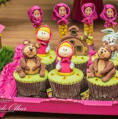 Créditos: @amaeventos 3 Ideias para Festa Infantil Masha e o Urso 2nd Birthday Party Themes, Baby Birthday Cakes, 3rd Birthday, Masha Et Mishka, Fondant Crown, Marsha And The Bear, Dora Cake, Bear Cupcakes, Cute Cartoon Girl