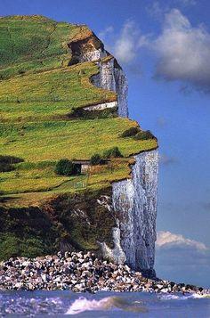 chalk cliffs? ... English channel?  or limestone ... Scotland?