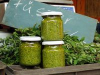 Klasszikus bazsalikompesztó Pesto, No Bake Cake, Preserves, Pickles, Cucumber, Mason Jars, Yummy Food, Canning, Breakfast