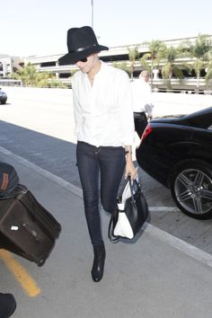 50 Airport Outfits to try: Allison Williams wearing skinny jeans, white button-down + black ankle boots and fedora