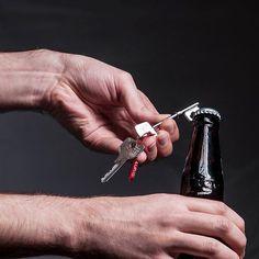 Quem disse que a única utilidade de uma chave é abrir portas? Este é uma chave abridor de garrafa, pra você nunca mais passar dificuldade no Happy Hour. R$24,00 #tetrispresentes #criativosediferentes