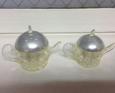 Vintage plastic Teapot salt and pepper shaker set by LosChapines, $7.00