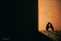 Hamburger Speicherstadt Pärchenfotos  Ideen für Shootings mit einem Paar, Pärchen, Paarfotos & Pärchenshootings Engagement Shooting  www.dannywandeltphotographer.com