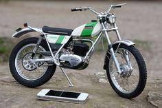 Vintage Bikes, Vintage Motorcycles, Custom Motorcycles, Motos Trial, Trial Bike, Vintage Motocross, Racing Motorcycles, Trail Riding, Motorcycle Girls