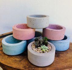 Cement Art, Concrete Crafts, House Plants Decor, Plant Decor, Diy Concrete Planters, Large Planters, Beton Diy, Pottery Painting Designs, Succulents Diy