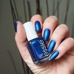 swatch essie aruba blue   matte Topcoat