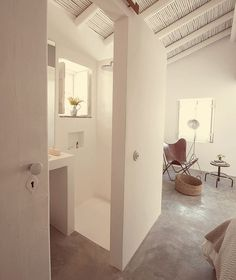 Pensão Agrícola is a small rural hotel located between the historic town of Tavira and Cacela Velha, a picturesque clifftop fishing village in Portugal. House Design, House Bathroom, Interior, Home, House Inspiration, House Interior, Mediterranean Homes, Bathroom Interior, Home Deco