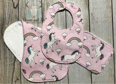 Unicorn burpcloth unicorn baby bib unicorn baby shower Baby Outfits Newborn, Baby Girl Newborn, Baby Shower Themes, Baby Shower Gifts, Baby Girl Gift Sets, Handmade Baby Clothes, Unicorn Baby Shower, Girls Coming Home Outfit, Unique Baby