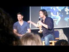 Misha crashes Jensen and Jared's panel & the boys play with the screen SO FUNNY