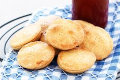 Photo: Party pies recipe Need ideas for a kids' party? The Lebanese Recipes Kitchen invites you to try Party pies . Party Pies Recipe, Tart Recipes, Snack Recipes, Savoury Recipes, Australian Party, Puff And Pie, Tacos, Shortcrust Pastry, Sweet Pie