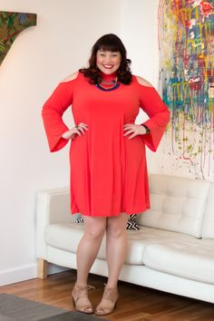 Can't get enough of this bright coral cold-shoulder plus size dress from Avenue Plus! It's so easy to wear - perfect for traveling!    Style Plus Curves, Plus Size Fashion, Avenue Plus, Cold Shoulder Dress, Coral Dress, Chicago, Chicago Blogger, Best Plus Size Bloggers, Curvy Girl Fashion