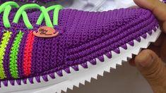 Crochet Shoes, Crochet Slippers, Crochet Clothes, Diy Crafts Crochet, Crochet Projects, Diy Crafts Images, Cute Sneakers, Designer Boots, Crochet Hair Styles