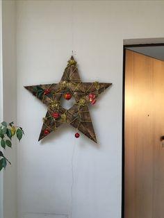 Decorazione natalizia realizzata con doghe di botte
