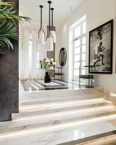 Kelly Hoppen is one of the most celebrated and sought-after interior designers in the world. Here we take a look at the Kelly Hoppen Look. House Paint Interior, Home Interior Design, Interior Architecture, Interior Decorating, Interior Livingroom, Top Interior Designers, Interior Modern, Luxury Interior, Bathroom Interior