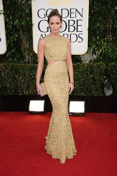 Emily Blunt en Michael Kors http://www.vogue.fr/mode/red-carpet/diaporama/golden-globes-2013-argo-claire-danes-anne-hathaway-jessica-chastain-marion-cotillard/11294/image/664063#emily-blunt-golden-globes-2013-michael-kors
