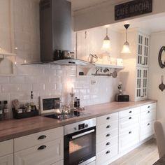 Benkeplaten er heltre eik. Den er har vi hvitoljet og etterbehandlet med Osmo hard wox olje i matt Cool Kitchens, Interior, Kitchen Cabinets, Kitchen Counter, Kitchen Remodel, Interior Design Kitchen, Kitchen Diner, Home Kitchens, Kitchen Design
