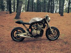 Suzuki bandit 600 - Forge atelier caféracer Bobber Style, Cafe Racer Style, Custom Street Bikes, Custom Motorcycles, 600 Honda, Chicks On Bikes, 1200 Custom, Bicycle Bell, Cafe Racing