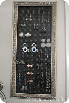 Occasionally Crafty: Thrifted Frame to Earring Holder. Can't wait to try this! Jewellery Storage, Jewelry Organization, Earring Storage, Jewellery Displays, Diy Earring Holder, Handmade Knives, Handmade Jewelry Designs, Thing 1, Handmade Birthday Cards