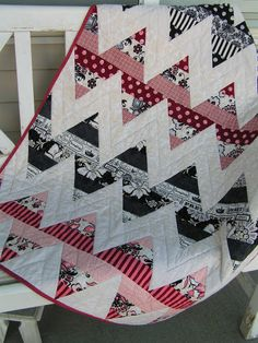 Tea Rose Home: Zig Zag Baby Quilts & BlanketLove this!