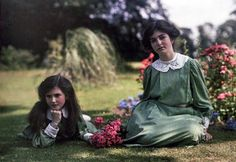 Iris (l) and Janet Laing c. 1912  England.  Autochrome photo