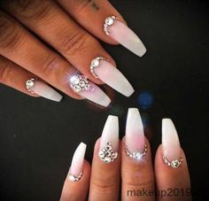 New Wedding Nails Glitter Gems 39 Ideas #nails #wedding #WhiteToenailFungus Nail Art Rhinestones, Rhinestone Nails, Bling Nails, Diy Nails, Stiletto Nails Glitter, Coffin Nails, Shellac, White Toenail Fungus, Finger