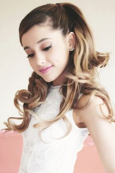 Love the hair color on her and just in general!♥   ~߀LMÅ~