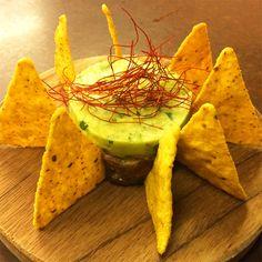 Tàrtar de tonyina amb guacamole i 'nachos' Nachos, Guacamole, Portal, Carrots, Restaurant, Vegetables, Food, Gastronomia, Restaurants