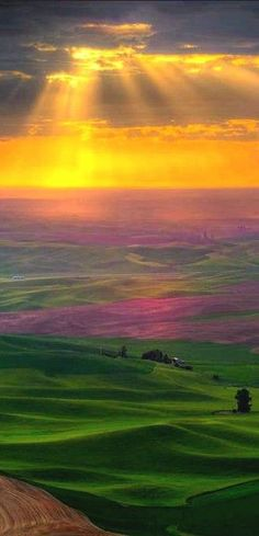 Sunrise in the Palouse country of eastern Washington • photo: Kevin McNeal on Wordpress:
